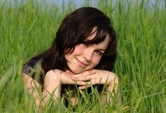 Verticale d'une belle fille Photo libre de droits