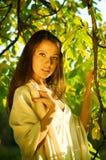 Verticale d'une belle fille Images libres de droits