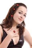 Verticale d'une belle fille avec la boucle modèle rouge photo libre de droits