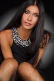 Verticale d'une belle fille de brunette Images libres de droits