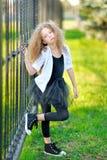 Verticale d'une belle fille de mode Photos stock