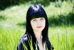 Verticale d'une belle jeune femme Photo libre de droits