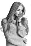 Verticale d'une belle jeune femme Image libre de droits