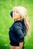 Verticale d'une belle jeune femme Photographie stock