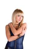 Verticale d'une belle jeune fille dans un procès de denim photos stock
