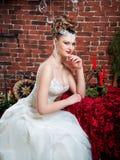 Verticale d'une belle mariée maquillage, coiffure, bijoux Images stock