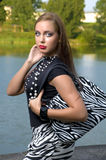 Verticale d'une chevelure de femme assez jeune de Brown Photos libres de droits