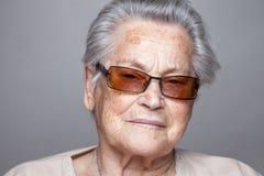 Verticale d'une femme âgée photographie stock libre de droits