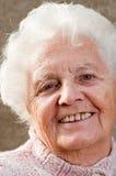 Verticale d'une femme aînée Images libres de droits