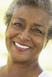 Verticale d'une femme aînée images stock