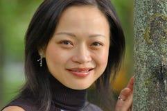 Verticale d'une femme asiatique Photos libres de droits