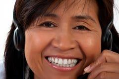 Verticale d'une femme avec un écouteur Images libres de droits