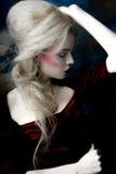 Verticale d'une femme blonde images libres de droits