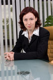 Verticale d'une femme d'affaires dans le bureau images libres de droits