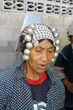 Verticale d'une femme d'Akha Image stock