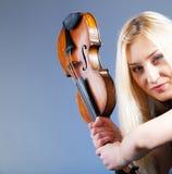Verticale d'une femme de Yong avec violine Images stock