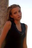 Verticale d'une fille assez de l'adolescence Photo libre de droits