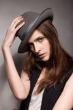 Verticale d'une fille dans un chapeau Photos libres de droits