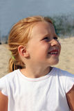 Verticale d'une fille red-haired de cinq ans dans W Photographie stock