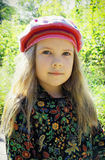 Verticale d'une jeune belle fille photo stock