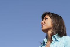 Verticale d'une jeune femme photo libre de droits