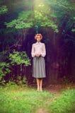 Verticale d'une jeune femme attirante Photographie stock