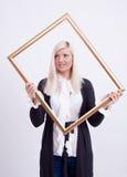 Verticale d'une jeune femme blonde Images libres de droits