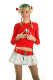 Verticale d'une jeune femme blonde qui retient le cadeau Photos stock