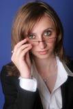 Verticale d'une jeune femme d'affaires Photo libre de droits