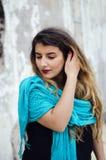 Verticale d'une jeune femme tranquille photo libre de droits