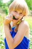 Verticale d'une jeune fille images libres de droits