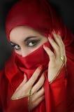 Verticale d'une jeune fille Arabe Photographie stock