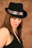 Verticale d'une jeune fille avec le chapeau Image libre de droits