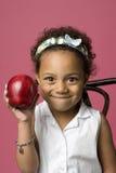 Verticale d'une jeune fille noire photographie stock libre de droits