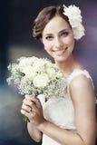 Verticale d'une jeune jeune mariée Photo stock