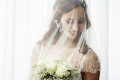 Verticale d'une jeune jeune mariée Photos libres de droits