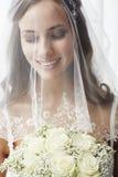 Verticale d'une jeune jeune mariée Photo libre de droits