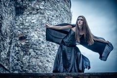 Verticale d'une jeune sorcière. Images stock