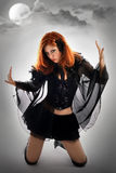 Verticale d'une jeune sorcière Photo stock