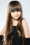 Verticale d'une petite fille élégante Photo libre de droits