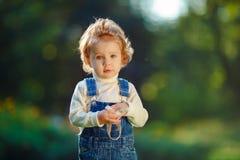 Verticale d'une petite fille Images stock