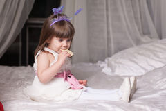 Verticale d'une petite fille Photo stock