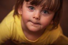 Verticale d'une petite fille Photos stock