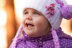 Verticale d'une petite fille Image libre de droits
