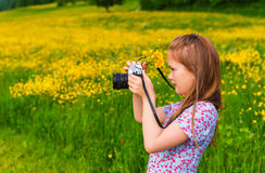 Verticale d'une petite fille mignonne Photo stock