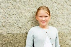 Verticale d'une petite fille mignonne Photos stock