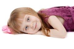 Verticale d'une petite fille quatre années Photographie stock libre de droits