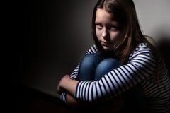 Verticale d'une petite fille triste Photo stock