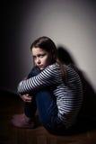 Verticale d'une petite fille triste Images libres de droits