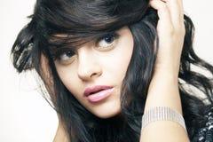 Verticale de beau brunette Image libre de droits